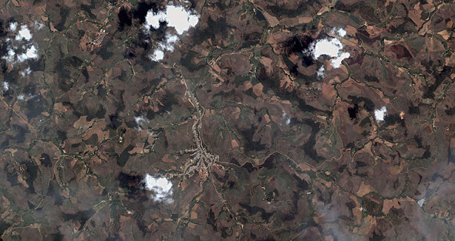 Miniatura do mapa de satélite de Coimbra - MG. Baixe o mapa em alta resolução no link abaixo.
