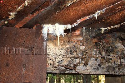 Известковые сталактиты внутри ДОТ-а