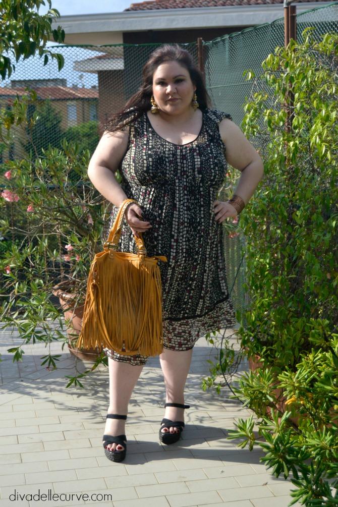 outfit plus size con abito stile impero