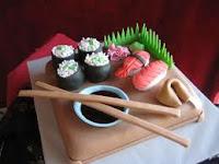 Bosan dengan Kue Ulang Tahun Biasa? Coba Sushi Cake