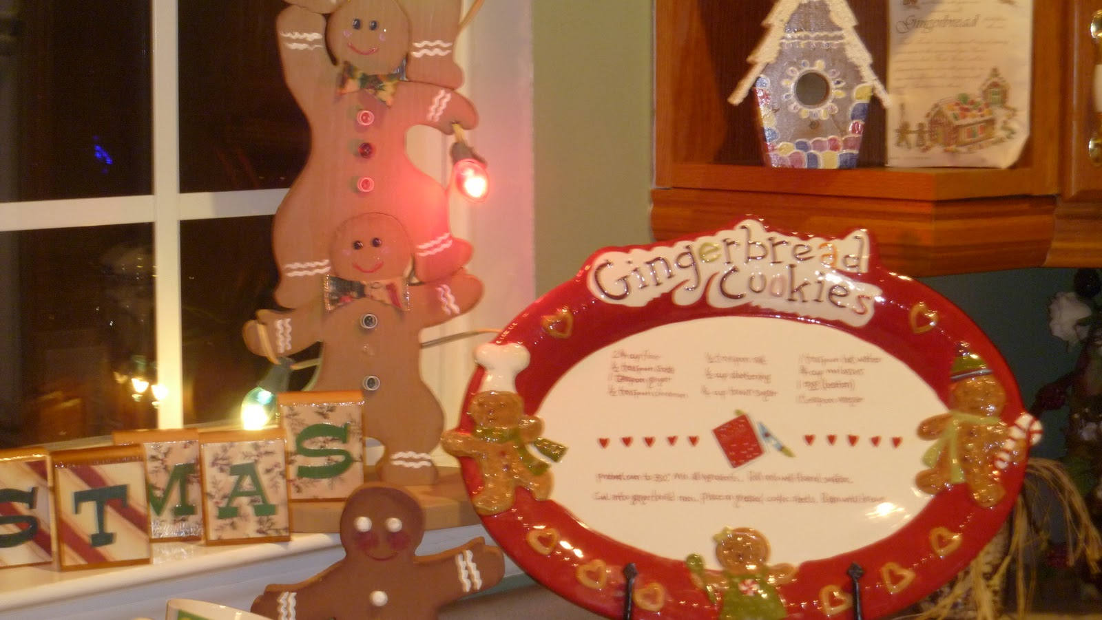 living southern style gingerbread tablescape
