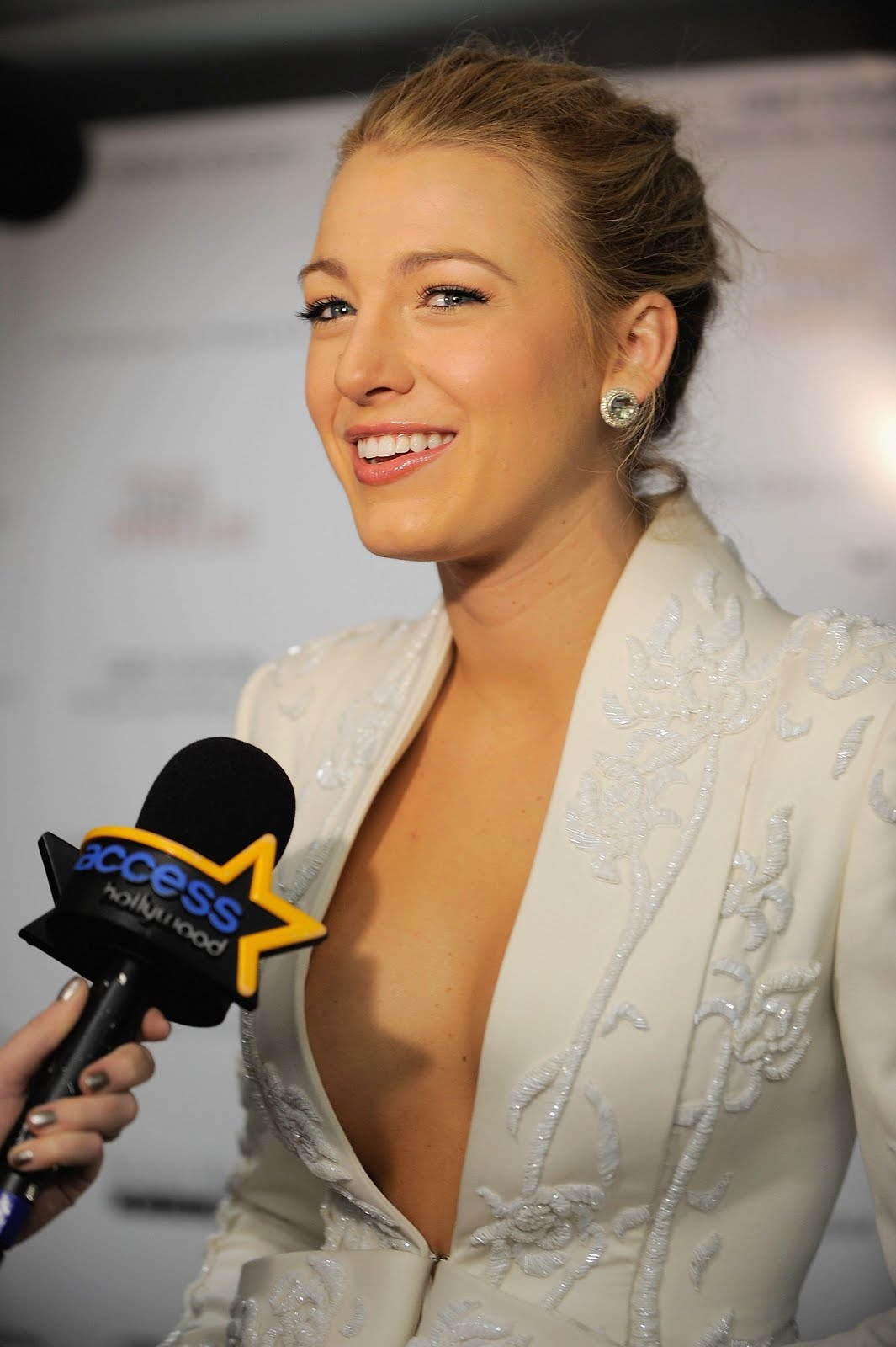 Blake+Lively+Alleged+Leaked+Nude+iPhone+Photos+www.GutterUncensoredPlus.com+006 Miley cyrus nip slip horse uncensored you can visit this