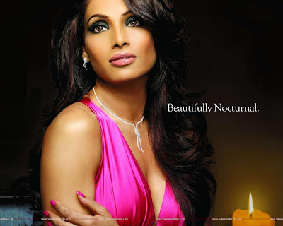 Item Girl Bipasha Basu Wallpaper