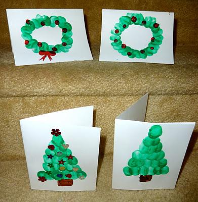 Biglietti di Natale realizzati dai bambini con le impronte delle dita