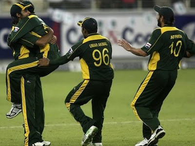 Pakistani Bowler celebrate India's Wicket