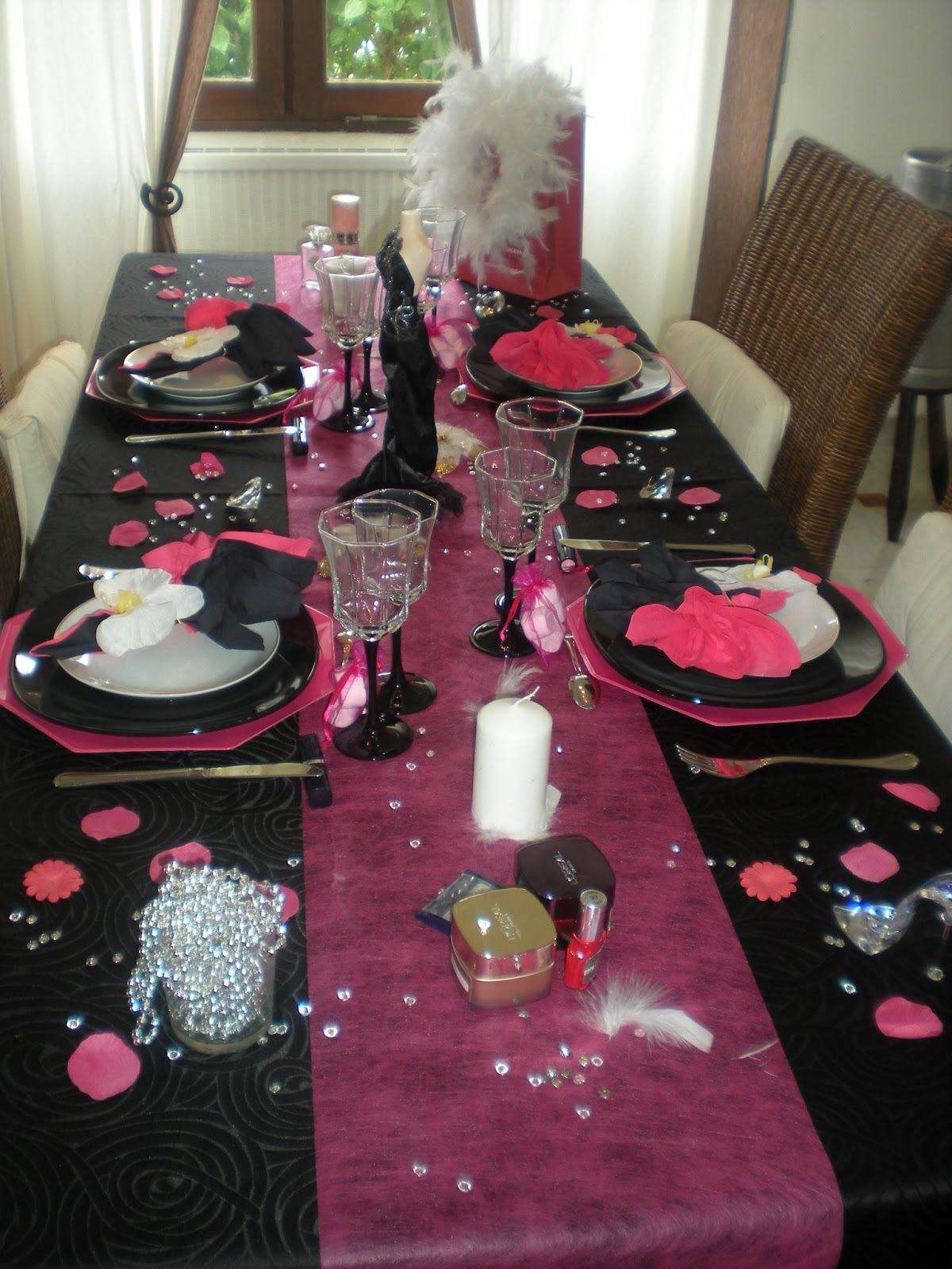 D co de table girly en noir et rose fushia d co de for Deco table rose et noir