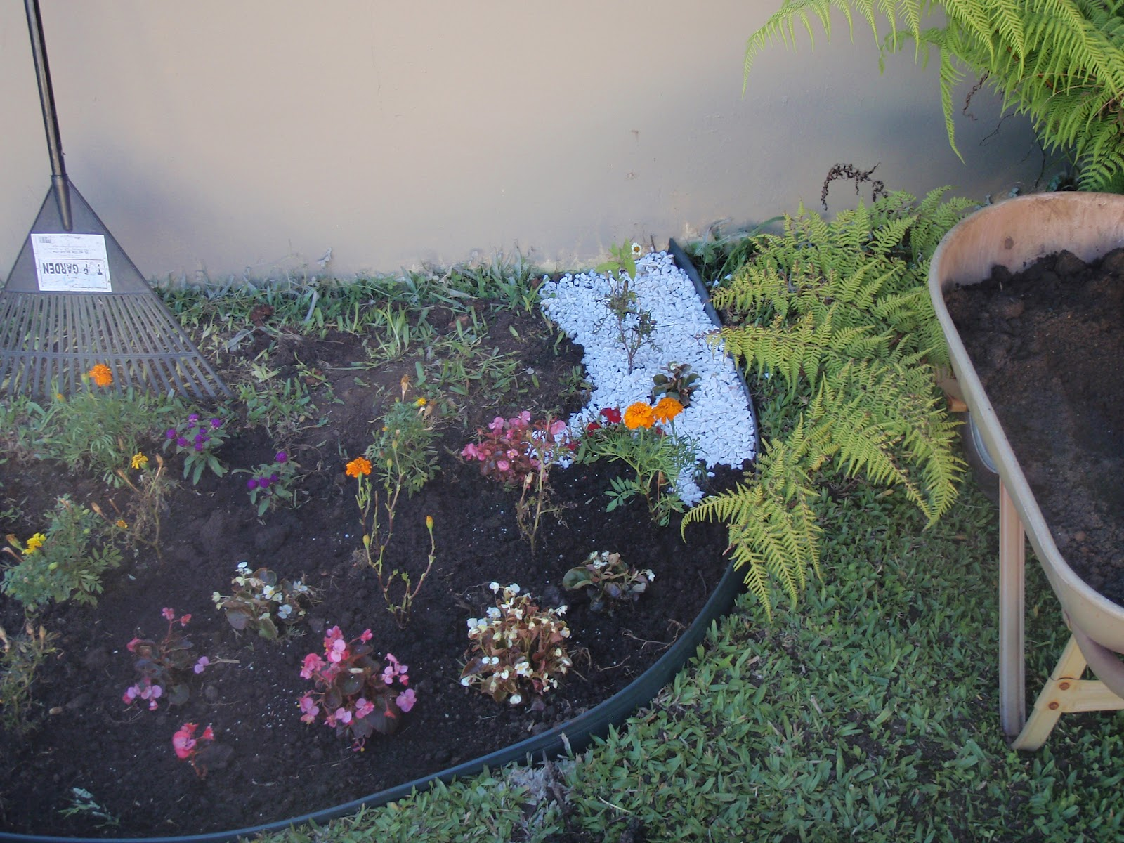 Eu Para Sempre Cinderela: Fazendo meu jardim com pedras ...