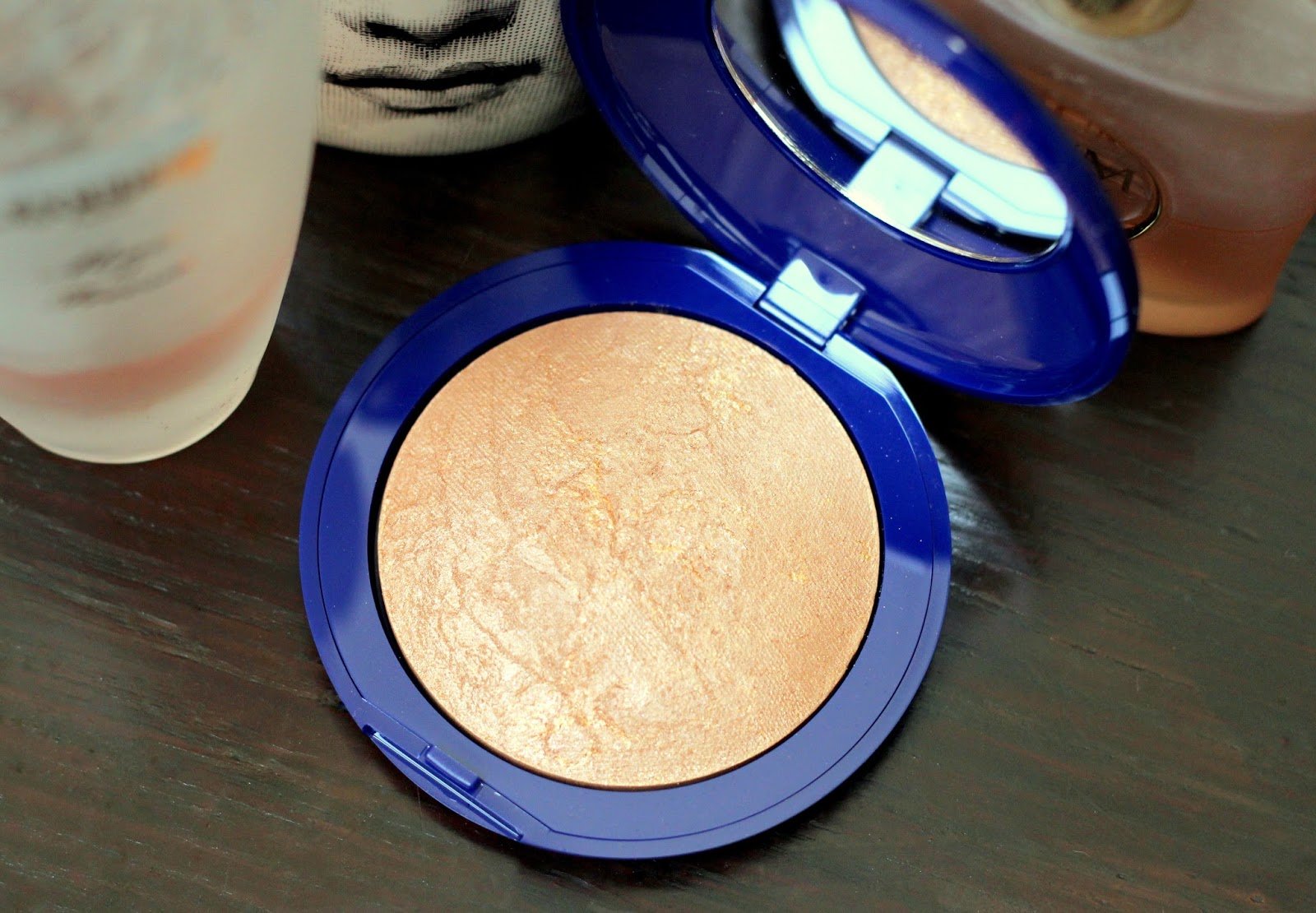 Elizabeth Arden's Pure Finish Summer Escape Bronzing Powder Review