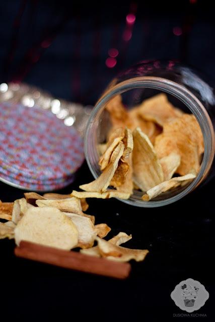 chipsy jabłkowe, chipsy jabłkowe z cynamonem, suszone jabłka, jak zrobić chipsy jabłkowe