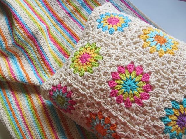manta y almohadon de hilo tejidos al crochet