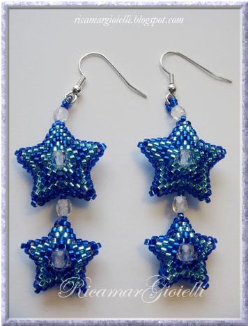 orecchini stelle in peyote con mezzi cristalli come decorazione centrale