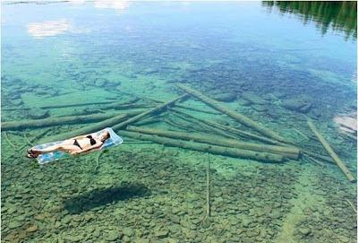 En Montana (EE.UU.) el agua es tan transparente que parece de poca profundidad, pero no lo es.