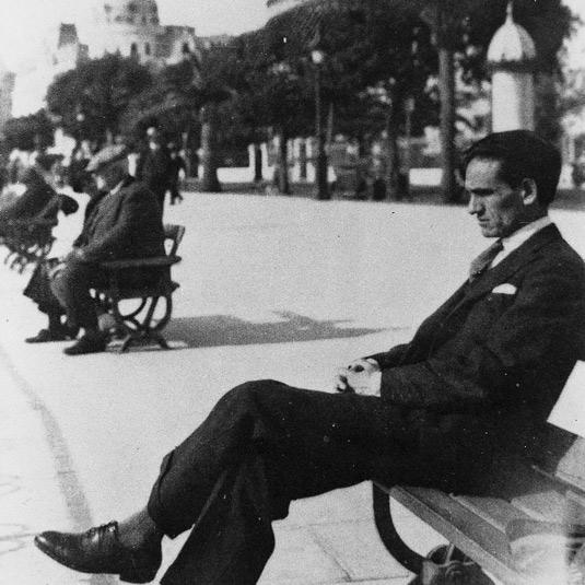 César Vallejo en Niza, en 1929.