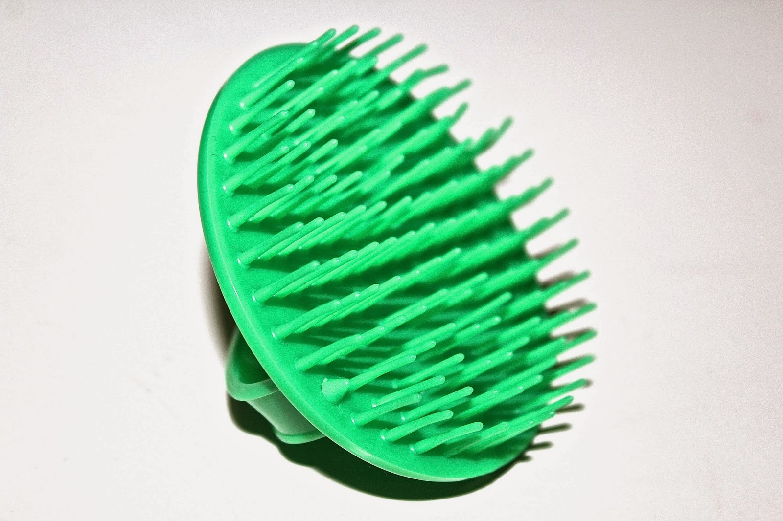 close up picture of the Denman D6 Detangling brush bristles