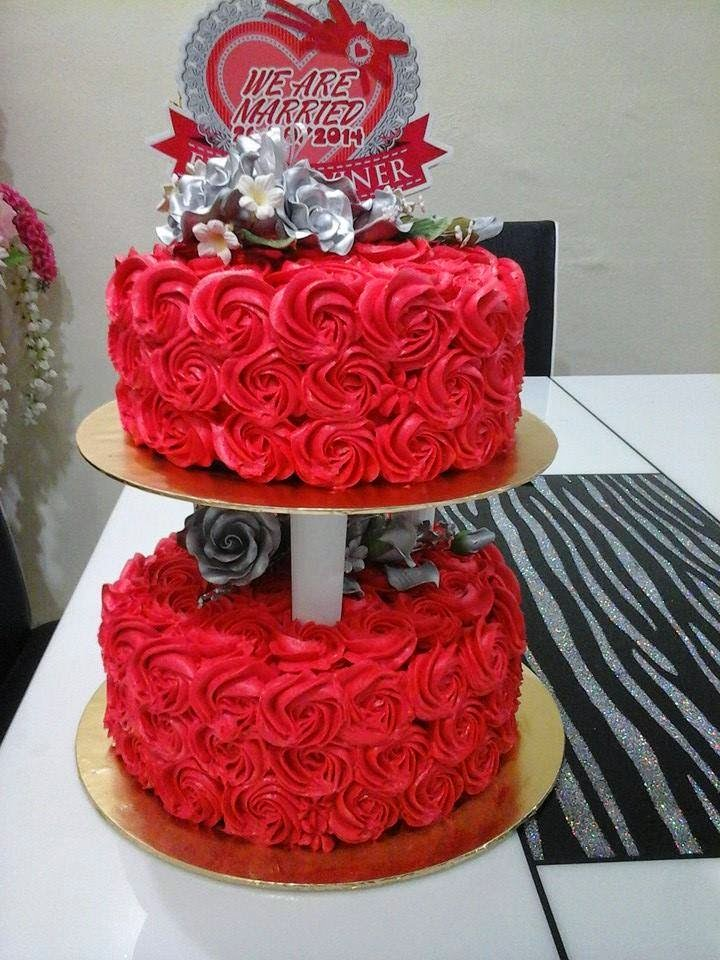 2 tiers roses cake ( cheesecream )