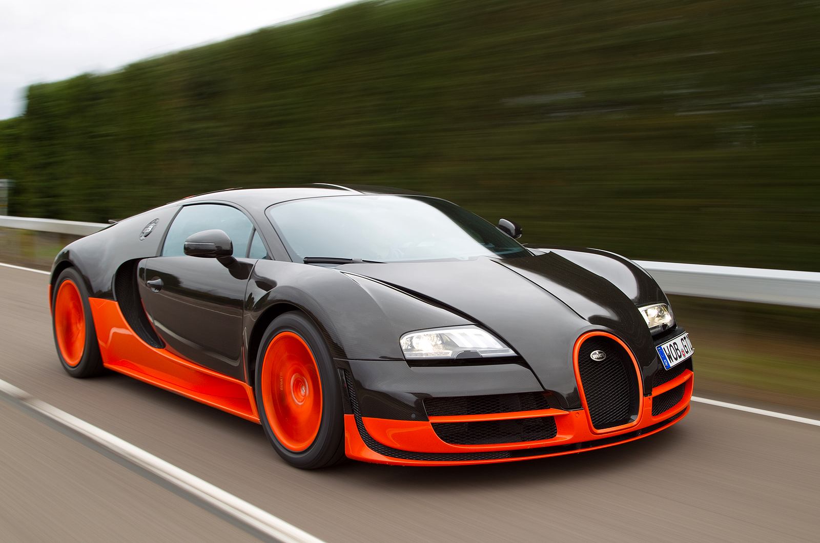 sports showroom bugatti veyron supersport. Black Bedroom Furniture Sets. Home Design Ideas