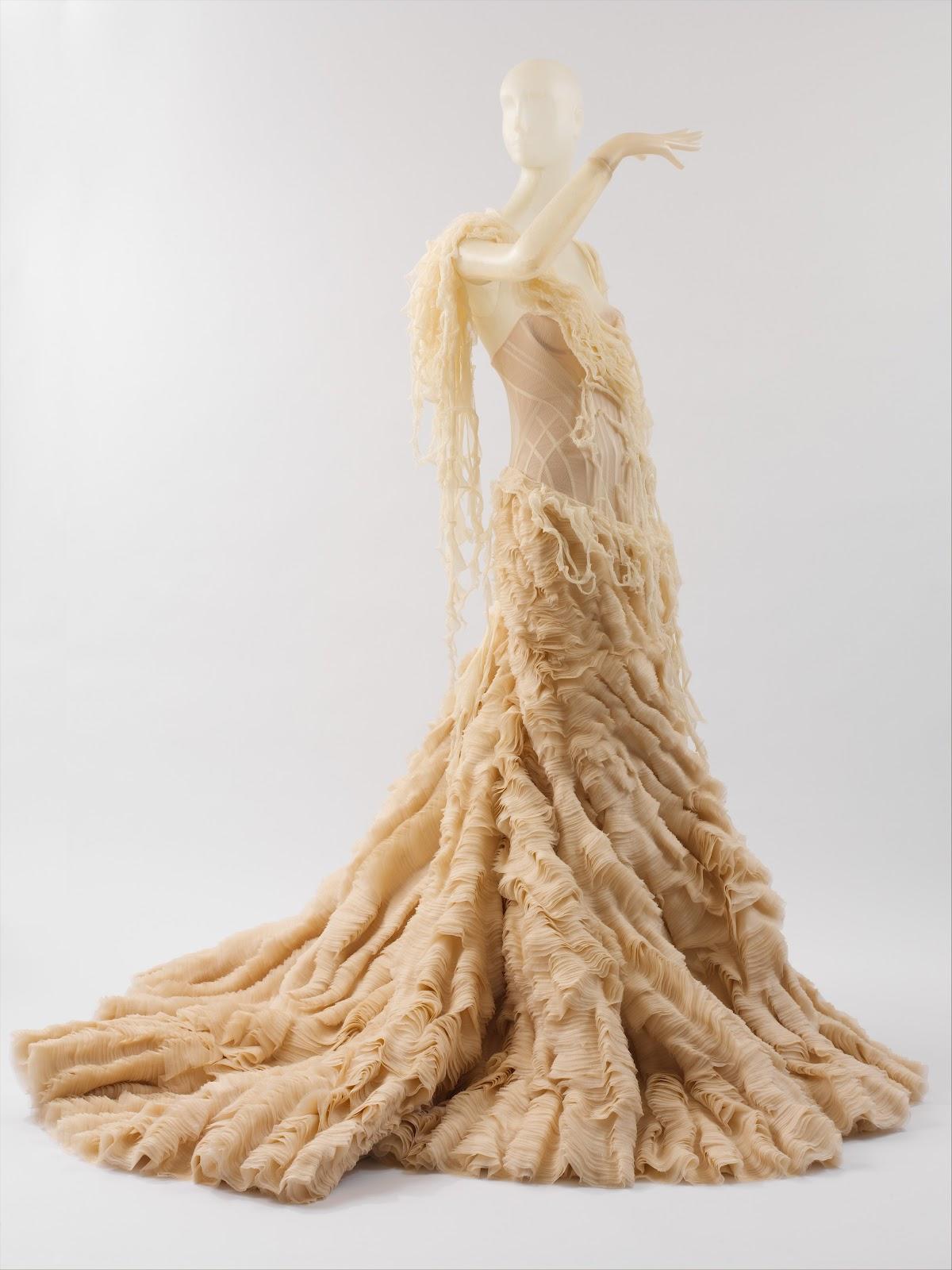 http://1.bp.blogspot.com/-RUK9L-qL4XY/T2dlwrlml3I/AAAAAAAAA20/M1AifJSw2OY/s1600/Oyster+Dress.jpg