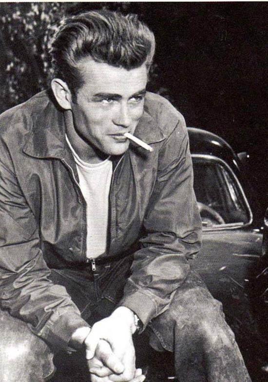James Dean fumando cigarro