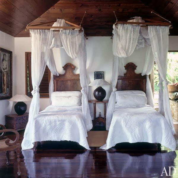 A bed canopy is the most common decor use for this style of netting. Structured canopies with gathers and supports sewn in can be found inexpensively in ... & Eye For Design: Decorating Your Bed With Gauze Canopies ...