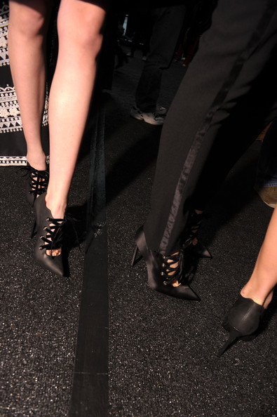 naeem-khan-backstage-el-blog-de-patricia-shoes-zapatos-manolo-blahnik