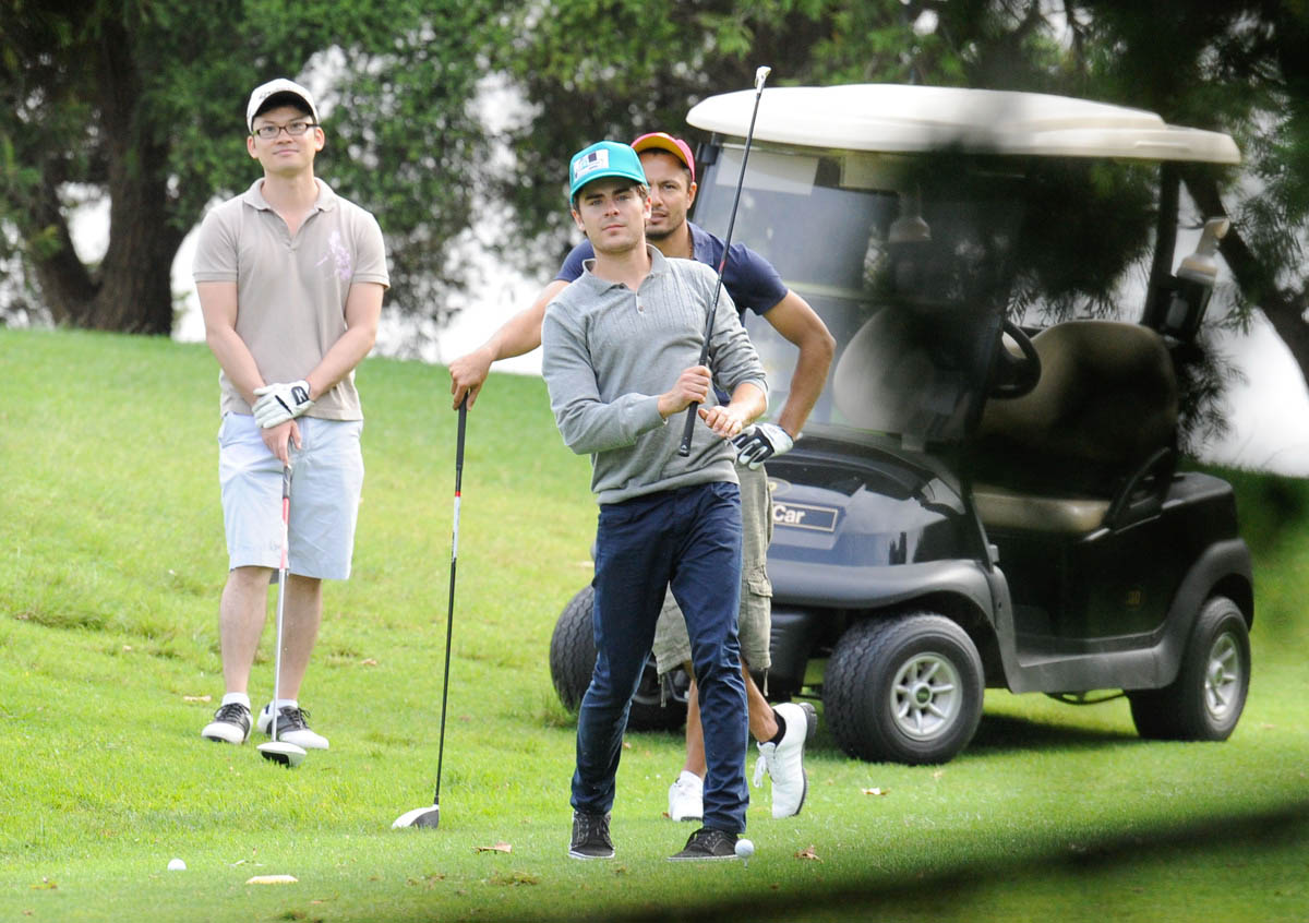 http://1.bp.blogspot.com/-RV90afzwtgk/UKUsEUqP1zI/AAAAAAAALaM/ISd7C7vvDGM/s1600/Zac-Efron-sighting-Playing-Golf-in-Australia-03.jpg