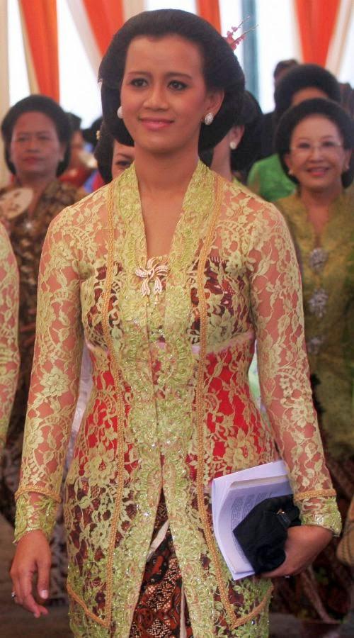 Foto Model Baju Kebaya Ibu Pejabat
