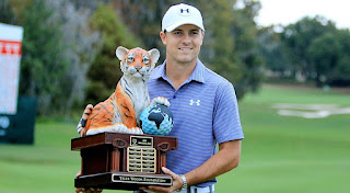 Jordan Spieth_Hero_World Challenge trophy