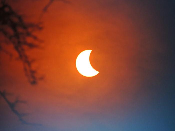 [Ftvh] Ở hạt Lincolnshire thuộc miền đông nước Anh, tác giả Millie Logica đã chụp lại đươc khoảng khắc Mặt Trời bị che khuất này.