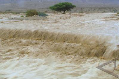 Gambar Banjir Akibat Kerusakan Hutan (Sumber: antaranews.com)
