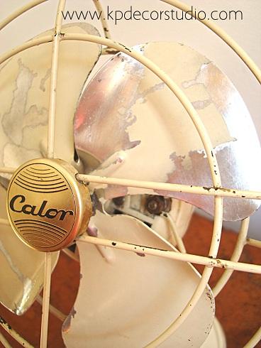 ventilador antiguo marca calor blanco y metal. comprar ventiladores antiguos. ventiladores viejos que funcionan. objetos antiguos de coleccion