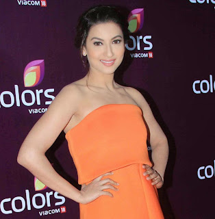 gauhar khan  at colors leadership awards 2015 1.jpg