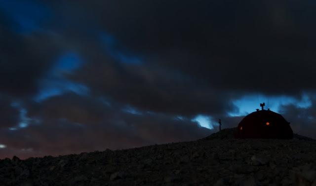 Bivacco Pelino al Monte Amaro di notte