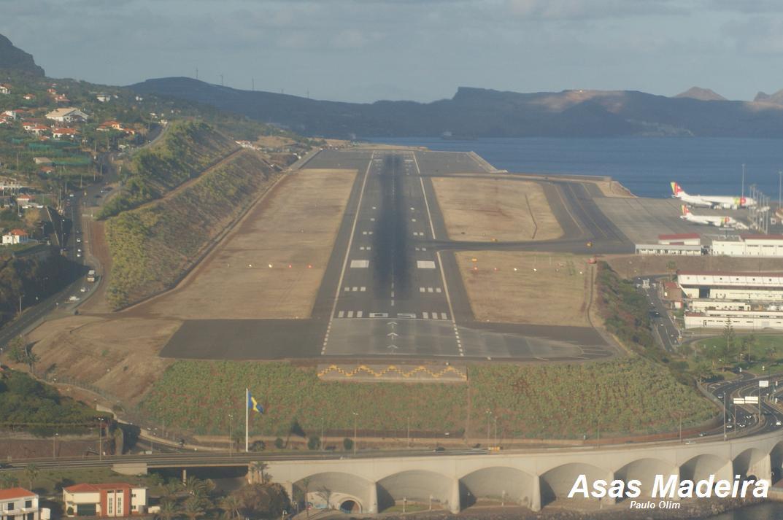Aeroporto Madeira : Asas madeira aproximação a pista do aeroporto da