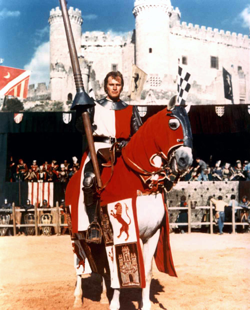 Charlton heston como el cid con el castillo de torrelobatón al fondo