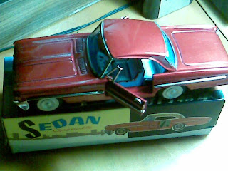colectii+jucării+vintage+Maşinuţe+tablă+obiecte+metal+vintage