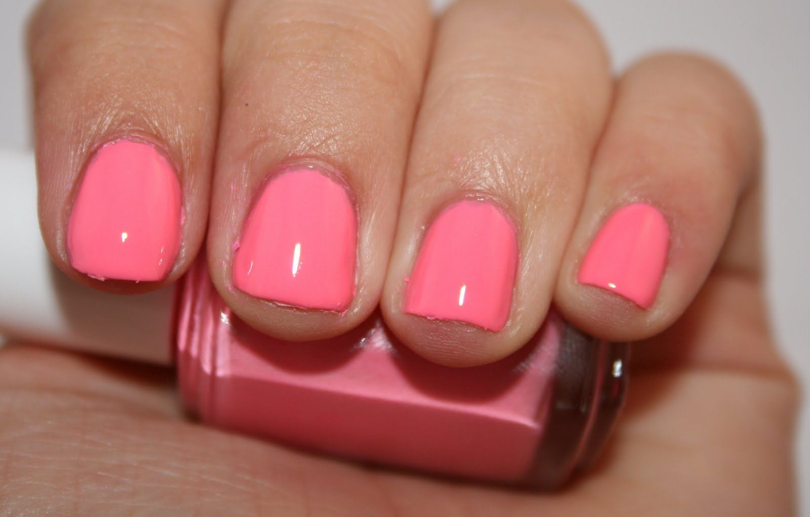 Emily\'s Nails: Essie- Knockout Pout!