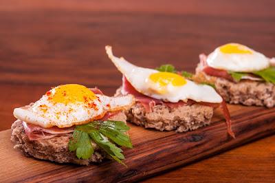 Мини сандвичи или парти хапки с пъдпъдъчи яйца