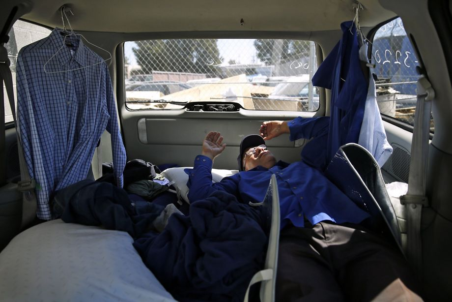 12 Horrifying Photos of the Tech Industry Apple Never Wants You to See - Tech workers are gentrifying San Francisco so much, their bus drivers have to sleep in cars