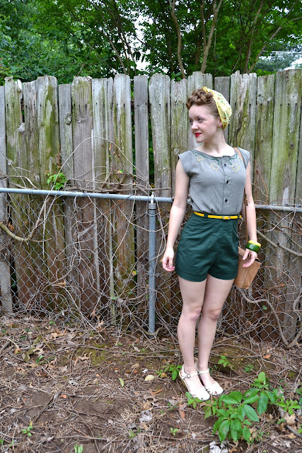 Flashback Summer- Yellow Tulips 1940s outfit, Butterick 9779