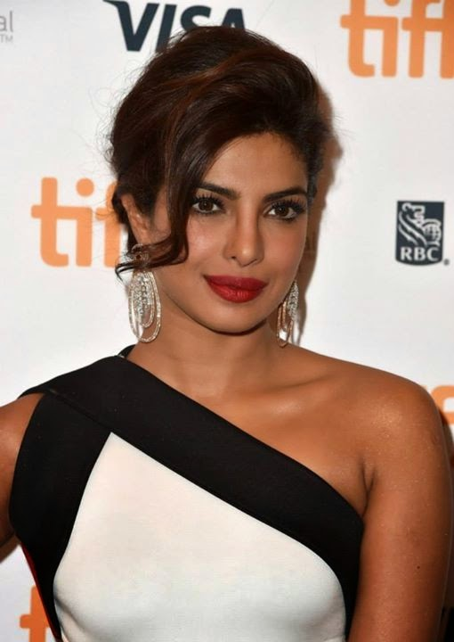 Priyanka-Chopra-nude-shoulder-in-White-Gown