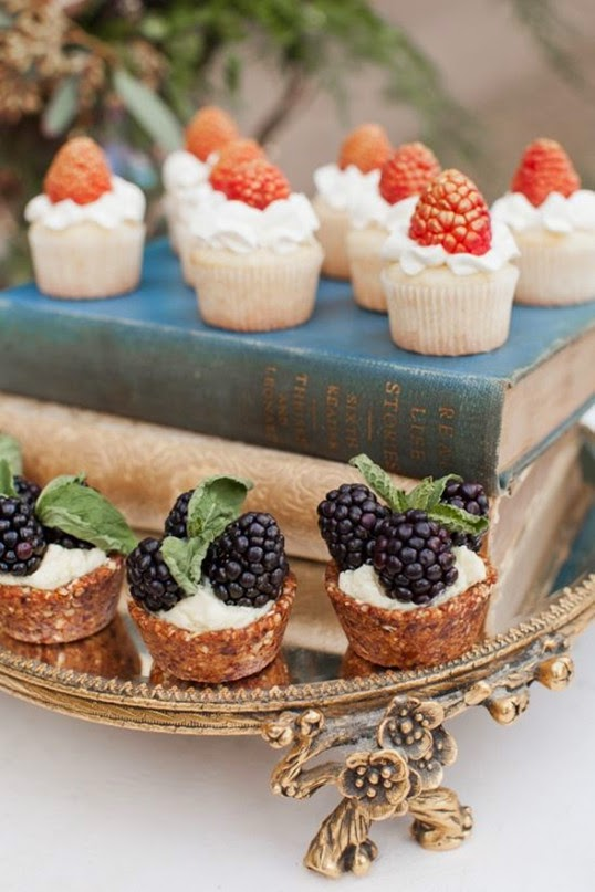 classic autumn winter wedding dessert ideas