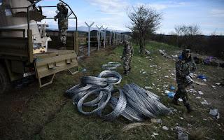 Μας πήραν στο ψιλό! CNBC: Οι Στρατιώτες των Σκοπίων…Υψώνουν φράκτη στα Σύνορα της Ελλάδος! (φώτο)