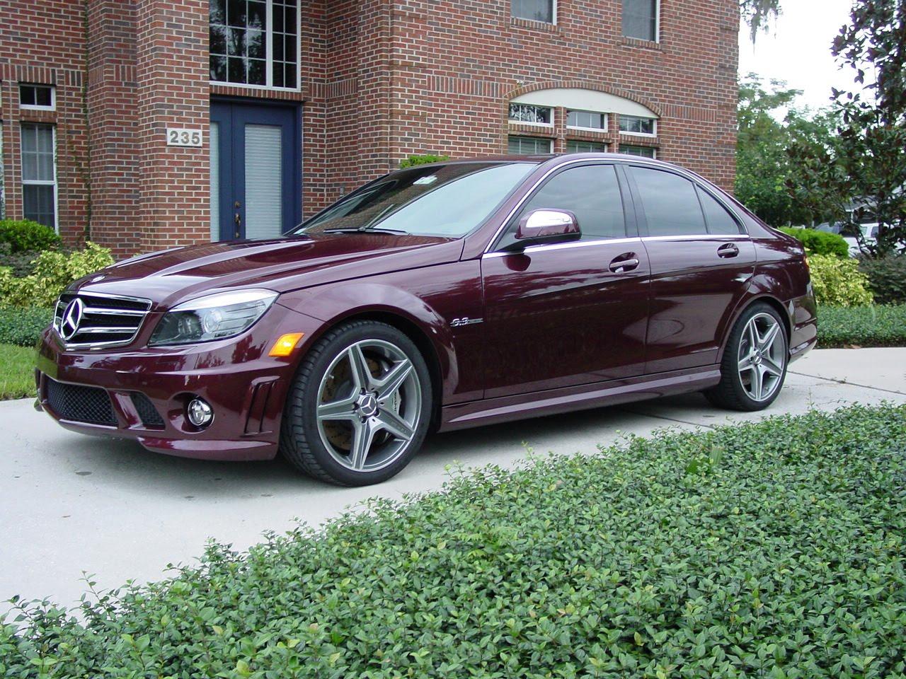 http://1.bp.blogspot.com/-RXlghnYbnFQ/TaFjW80WISI/AAAAAAAAAxM/W1WC-PUBcYk/s1600/Mercedes-Benz-C63-AMG.jpg