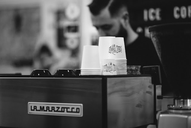 Green Pear Diaries, interiorismo, Cut Throat Barber and Cofee, Amsterdam, Tank