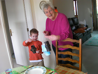 making paper lanterns with nanna