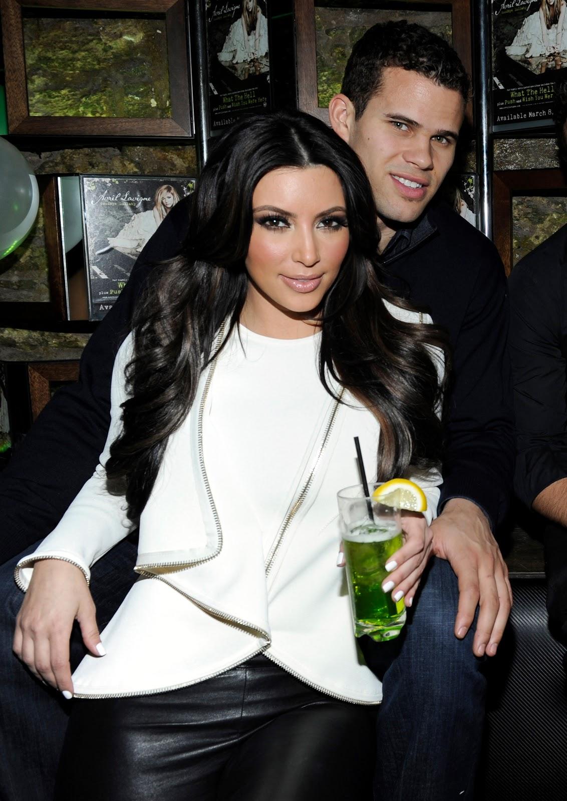 http://1.bp.blogspot.com/-RYK60PGfvjE/Tq7zTjrtZCI/AAAAAAAACkI/4NZg84vjwOY/s1600/kim-kardashian-kris-humphries.jpg