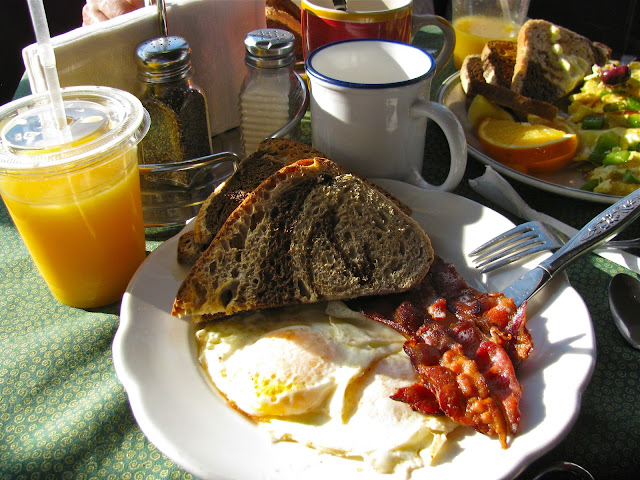 Breakfast-at-Amy's-Place-on-Wickenden-Street-in-Rhode-Island