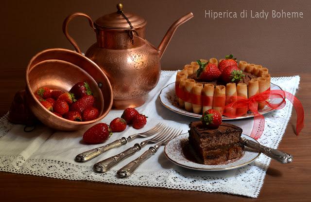 hiperica_lady_boheme_blog_di_cucina_ricette_gustose_facili_veloci_dolci_torta_charlotte_al_cioccolato_con_pan_di_spagna