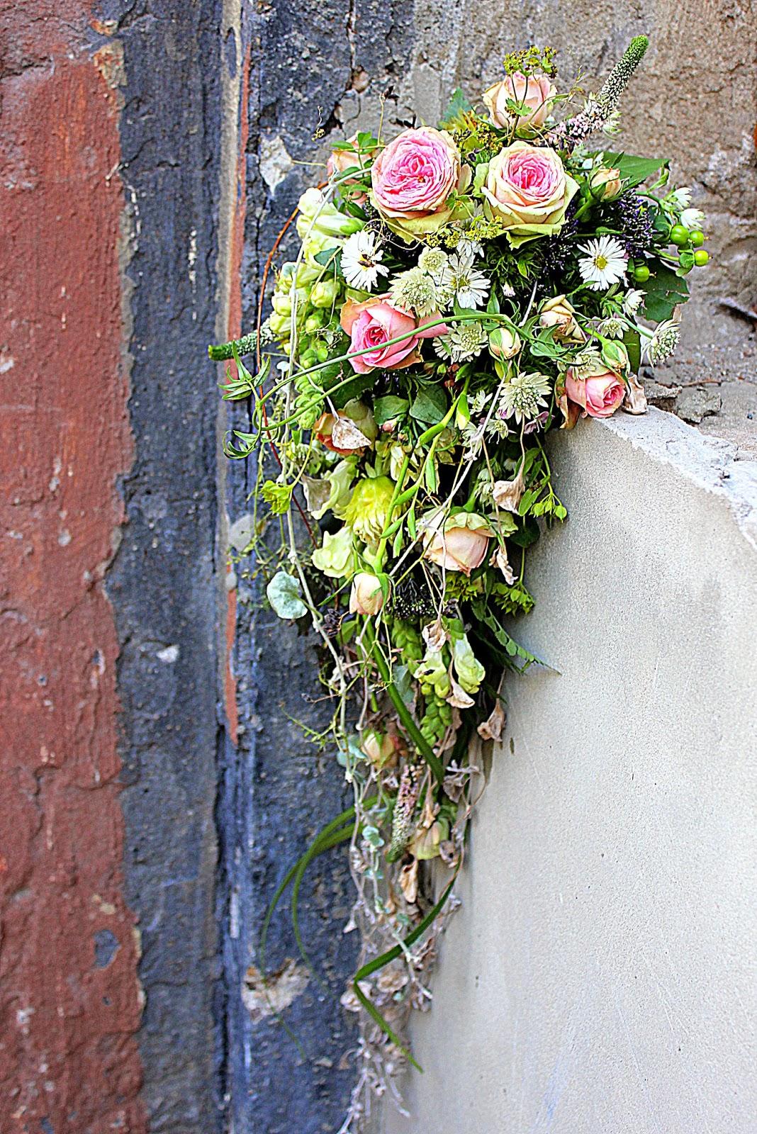 букет невесты каскад