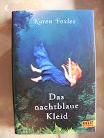 http://www.amazon.de/Das-nachtblaue-Kleid-Karen-Foxlee-ebook/dp/B00KOE27Y4/ref=sr_1_1?s=books&ie=UTF8&qid=1441099672&sr=1-1&keywords=Das+nachtblaue+Kleid